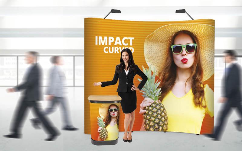 Intrigare i passanti nei centri commerciali: il corner pubblicitario efficace