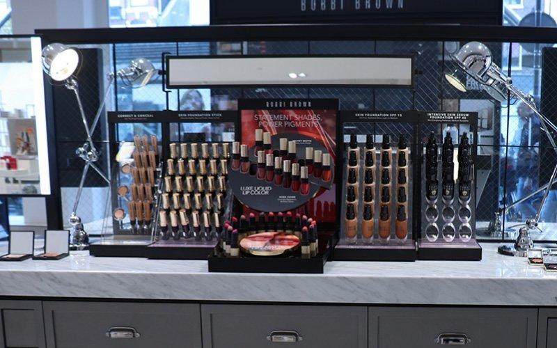 Espositori da banco per cosmetici: guida alla scelta